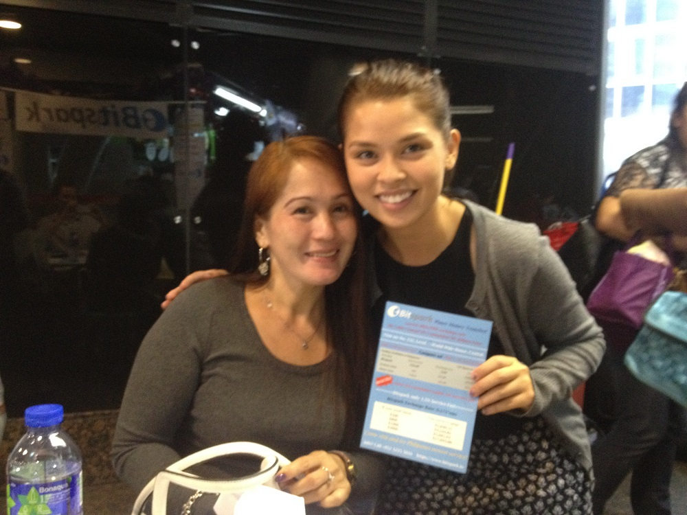 Bitspark COO Maxine Ryan [right], with the company's first remittance customer Ms. Camara [left], who sent the largest amount that day (HKD$10,000/ PHP$57,950)